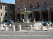 Matelica, domani tornerà a risplendere la fontana di piazza Mattei