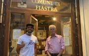 Fiastra accoglie Alessandro Mucci e il suo tour in bici per l'AIRC