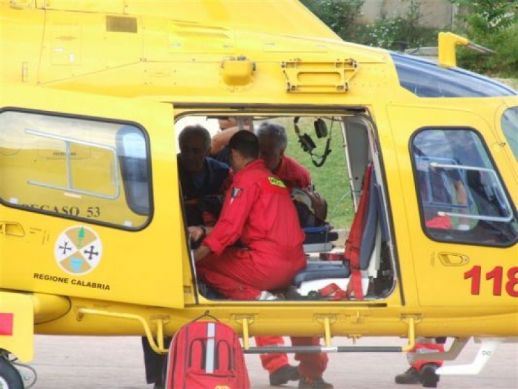 Incidente a Camerino, arriva l'eliambulanza